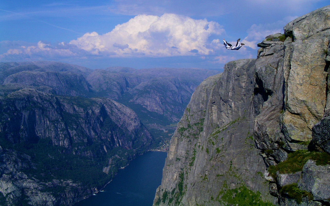 BASE Jumping Kjerag Norway YOLO!
