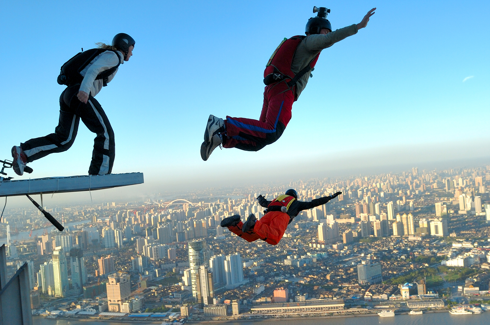 Base Jumping Over City Free Wallpaper for MAC YOLO!