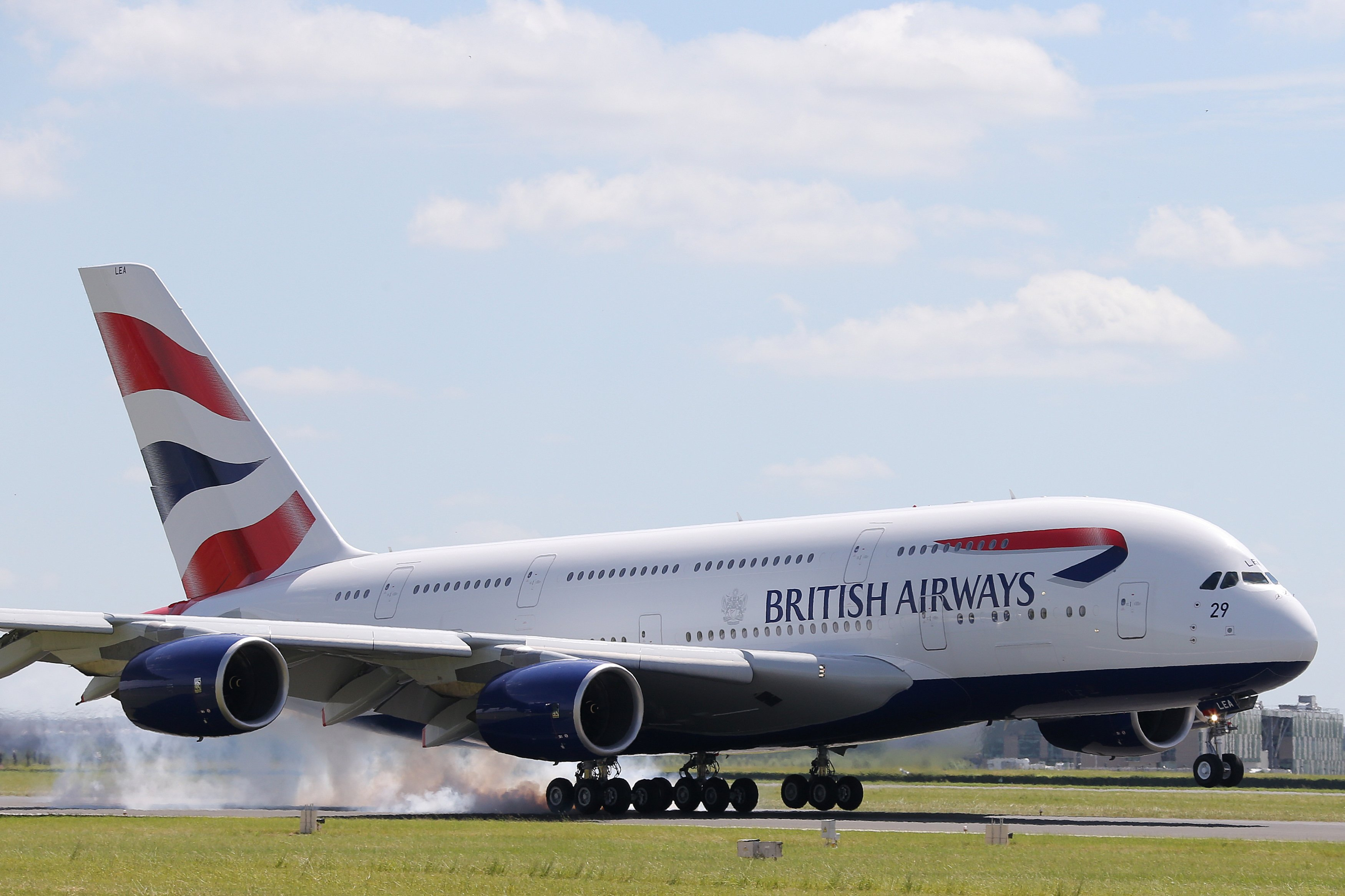 a380 british airways touchdown Man vs Airbus A380