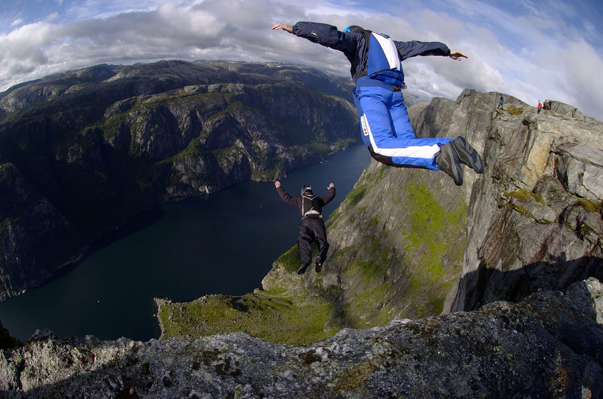 04KJER0243 Base jumping