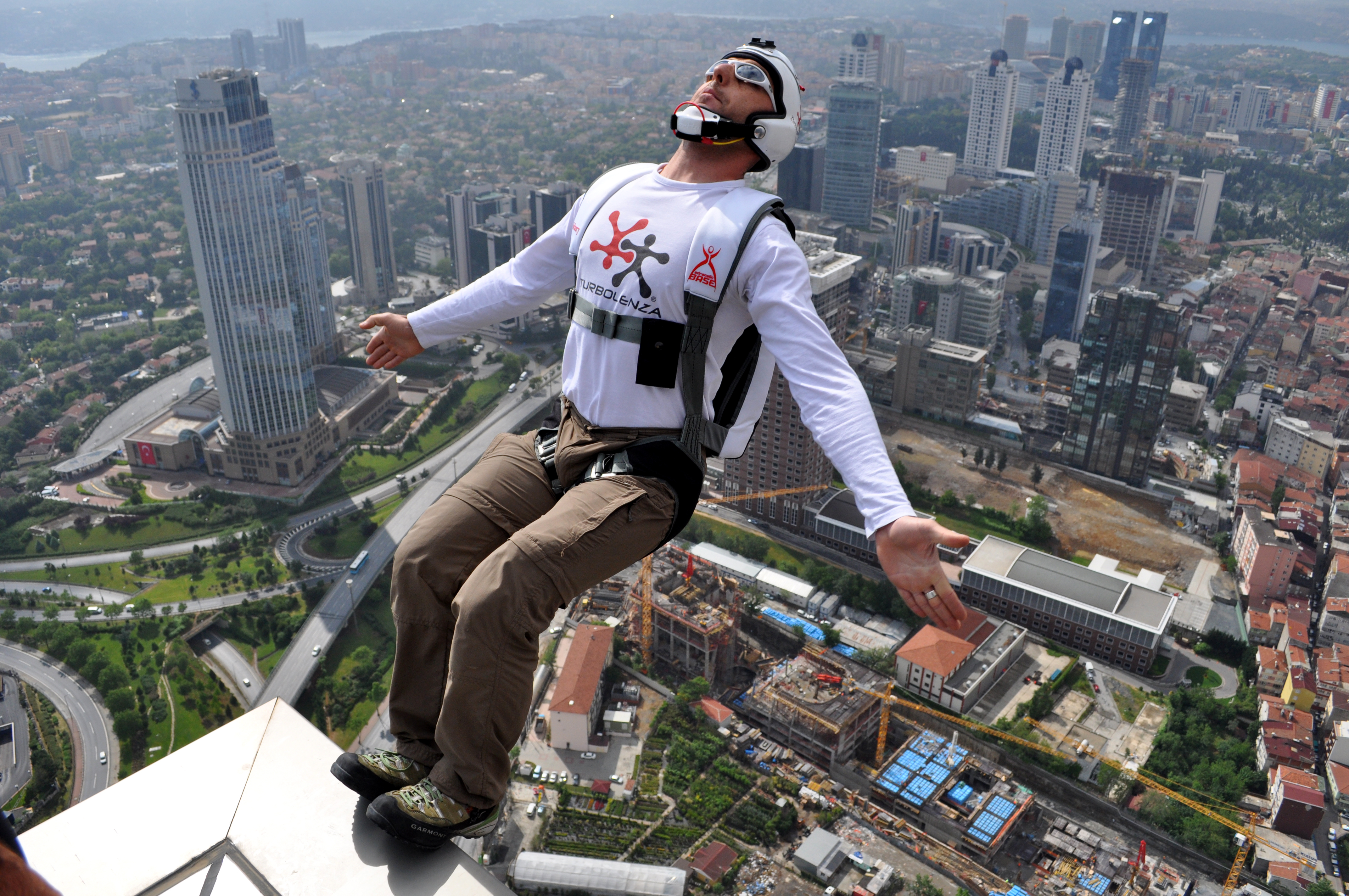 BASE Jumping from Sapphire Tower in Istanbul Base jumping