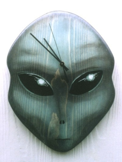 alien head clock