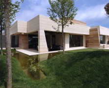 Beautiful house employing open spaces